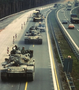Tanks_on_autobahn